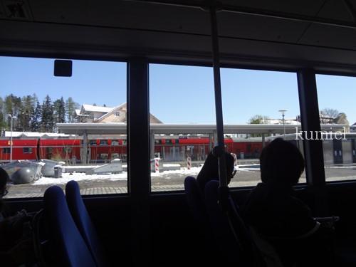 フッセン駅からバス
