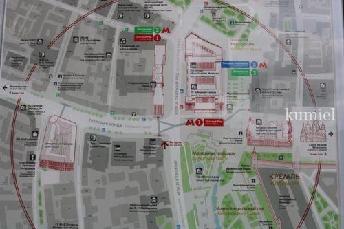 モスクワ M-1オホトニ・リャト駅付近